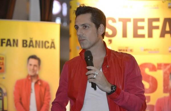 Stefan Banica a lansat albumul Altceva pe 24 octombrie 2012