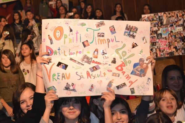Banner Lala reailzat de fani