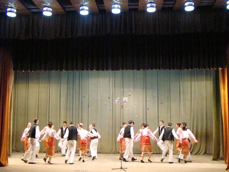 Ansamblul folcloric al Casei de Cultură a Sindicatelor Pitești Plaiuri Argeșene