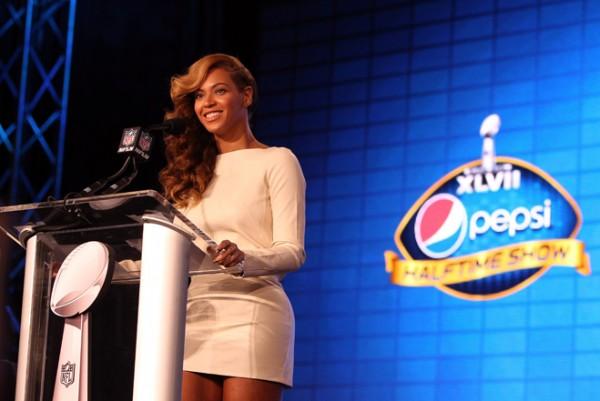 Beyonce la conferinta de presa despre Super Bowl 2013