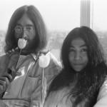 John Lennon și Yoko Ono în pat la Hotel Hilton 1969