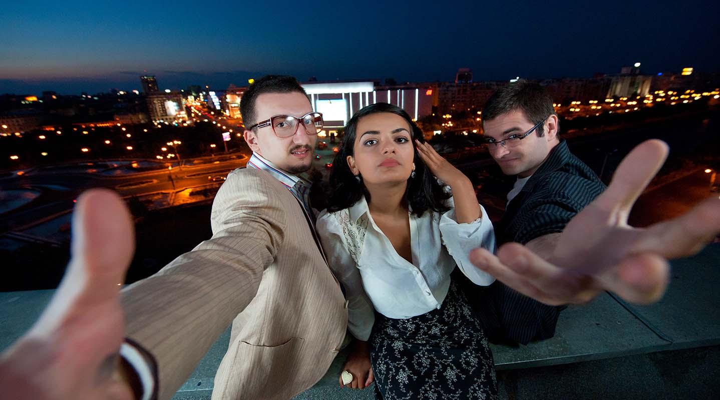 Elizabeth, Mario F. Cruxfader si Andreas Aron - CUANTUNE