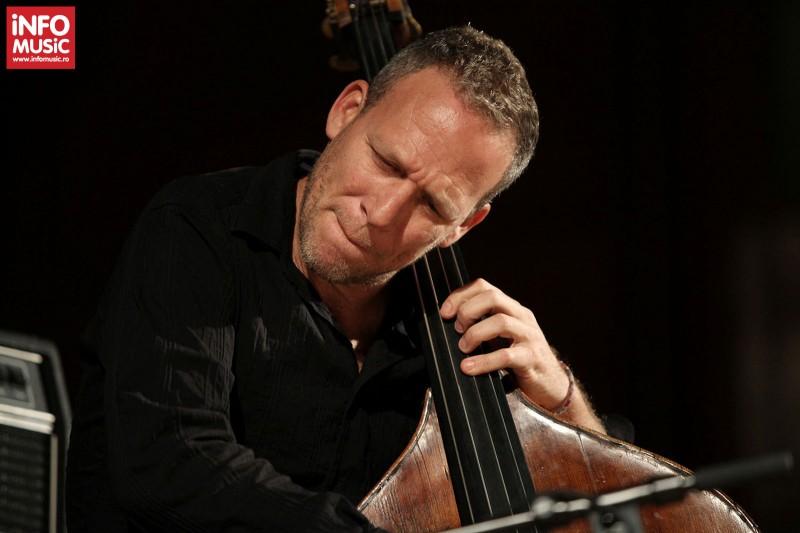 Avishai Cohen Trio in concert la Sala Radio pe 25 aprilie 2013