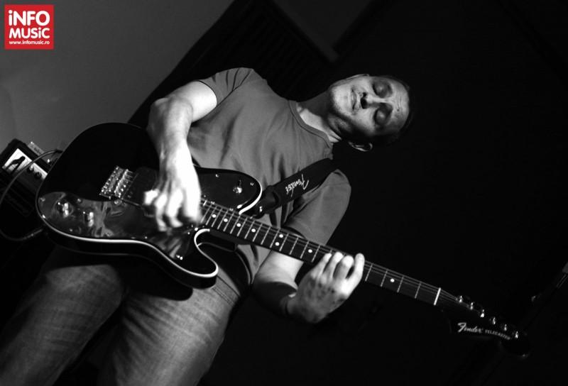 Misha Gâlcă în concertul TRAVKA din Club Control pe 18 aprilie 2013