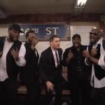 Michael Buble cântând la metroul din New York