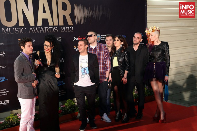 Poze pe covorul rosul la On Air Music Awards 2013