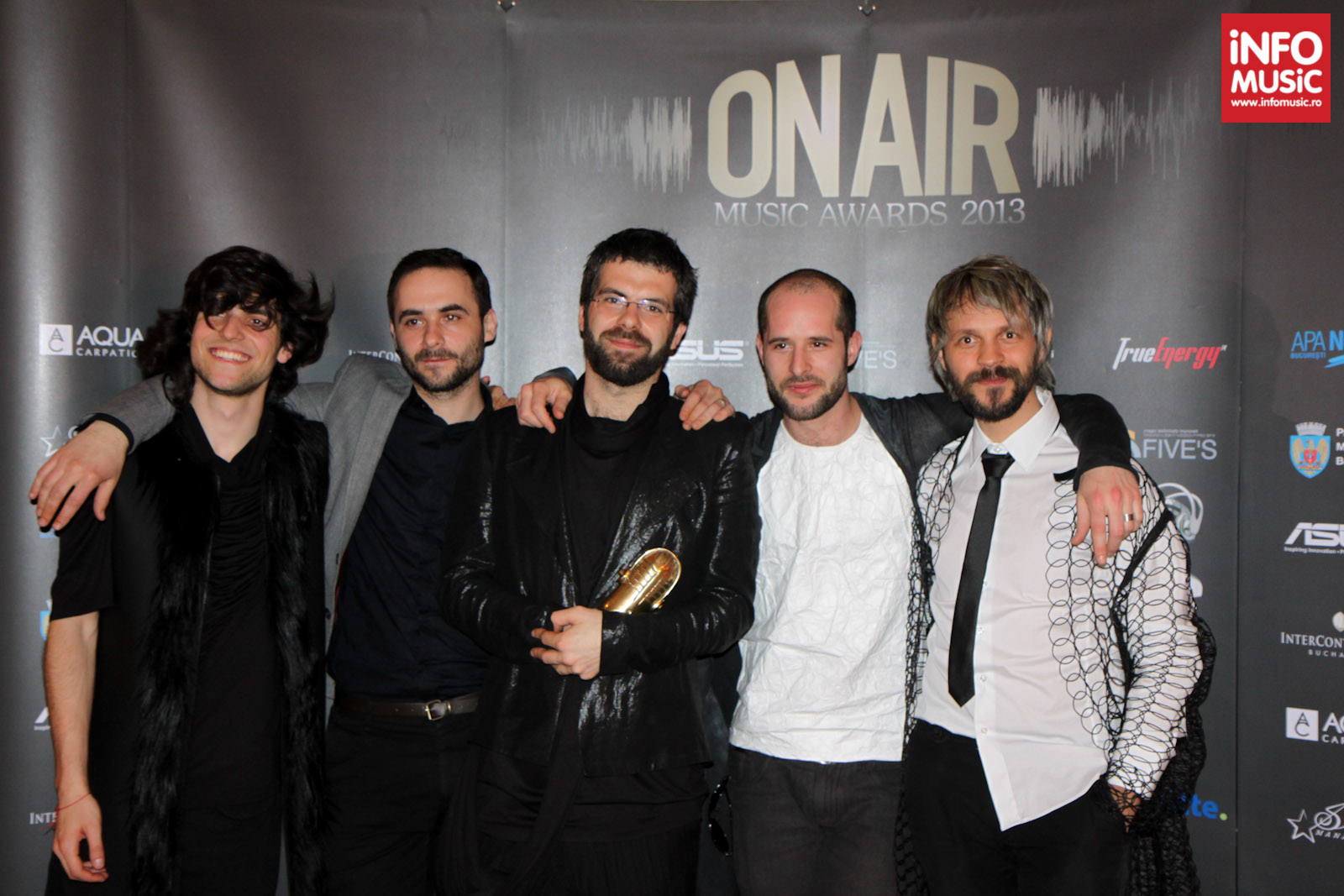 Robin and the Backstabbers - trofeul On Air Music Awards