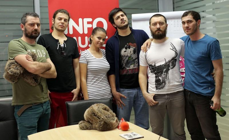 Toulouse Lautrec- poză de grup la sfârșitul interviului pentru InfoMusic.ro