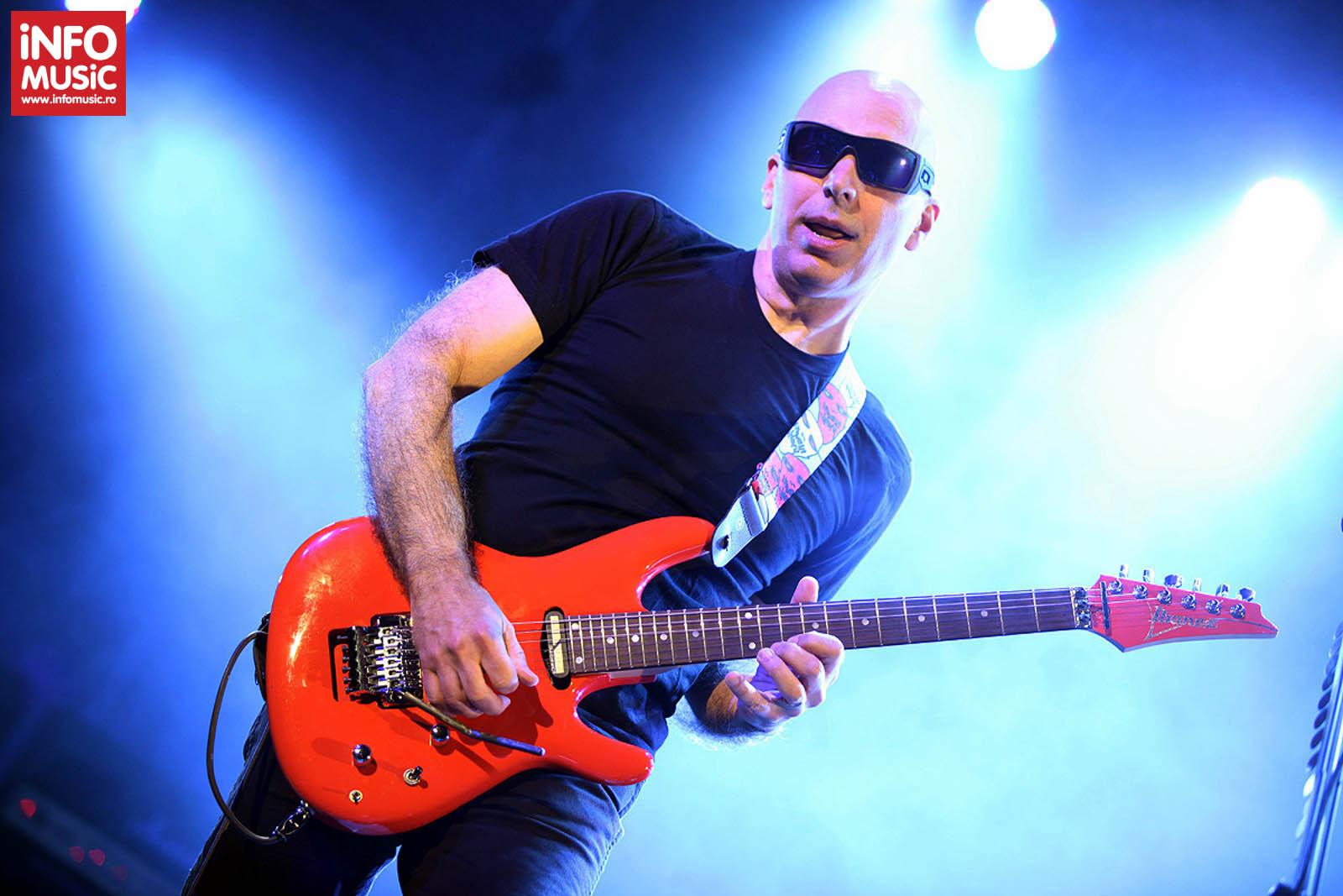 Joe Satriani in deschiderea concertului de la Bucuresti