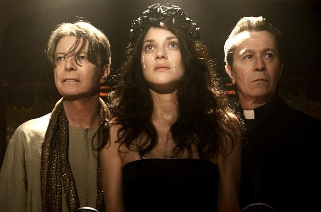 David Bowie, alături de actorii Marion Cotillard şi Gary Oldman