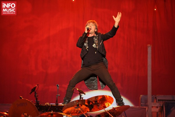 Bruce Dickinson - Iron Maiden in concert in Piata Constitutiei din Bucuresti pe 24 iulie 2013