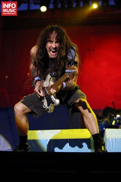 Steve Harris - Iron Maiden in concert in Piata Constitutiei din Bucuresti pe 24 iulie 2013