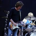 Chitaristul Dominic Miller alături de Sting în concert la București pe 31 iulie 2013