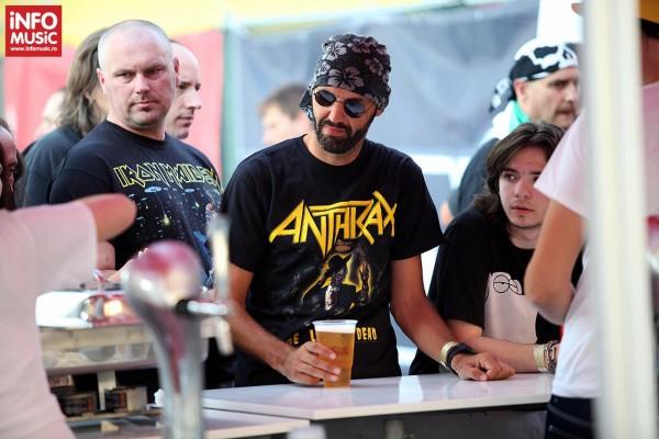 Servire greoaie și meniu sărac la concertul Iron Maiden