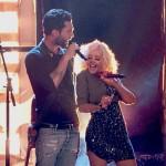 """Adam Levine și Christina Aguilera cântând """"I Love Rock'n'Roll"""" în cadrul The Voice USA"""