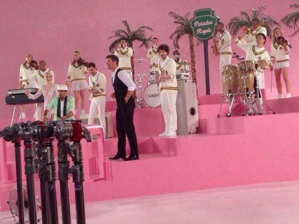 "Jessie J și Robin Thicke pe platourile de filmare ale clipului ""Calling All Hearts"""