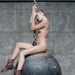 "Miley Cyrus - ""Wrecking Ball"" (secvență videoclip)"