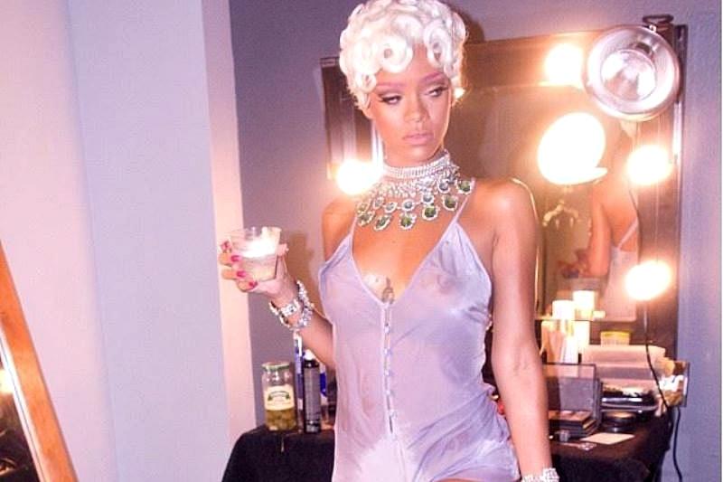 Rihanna la filmarea videoclipului