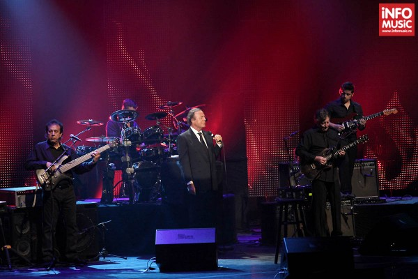 Julio Iglesias în concert la Sala Palatului pe 24 octombrie 2013