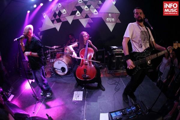 Omul cu sobolani in concertul de lansare a albumului Marea Cautare in Colectiv pe 11 octombrie 2013