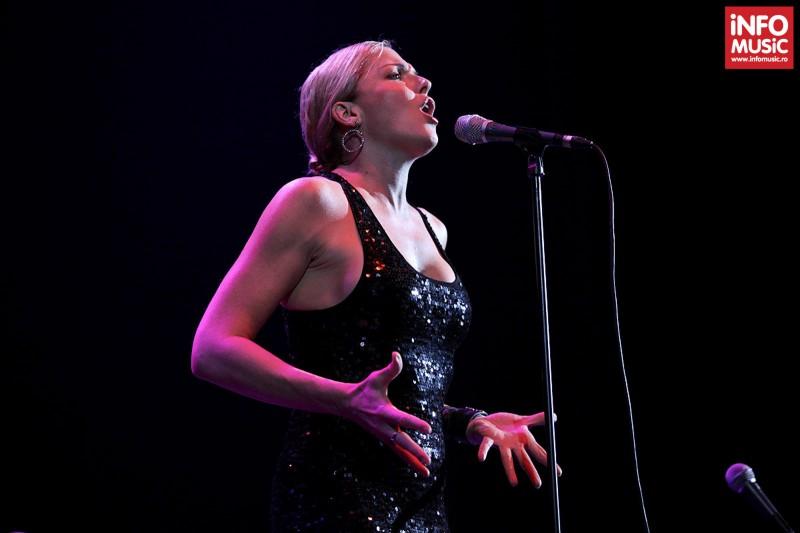 Storm Large în concert Pink Martini la Sala Palatului pe 15 octombrie 2013