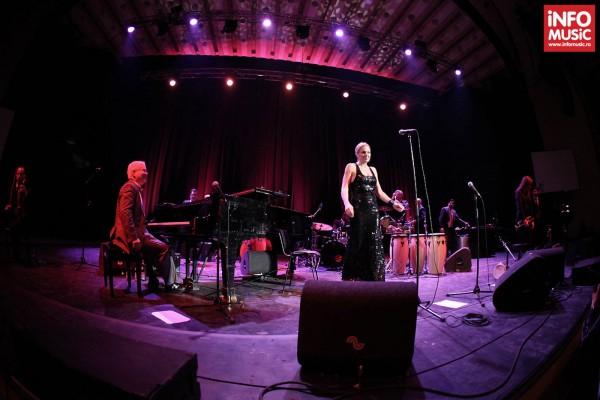 Concert Pink Martini la Sala Palatului pe 15 octombrie 2013