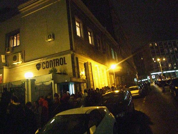 Coadă la ușa Clubului COntrol la concertul Travka (17 ocotmbrie 2013)