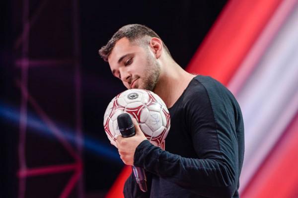 Andrei Raetchi a primit votul Deliei pe o minge de fotbal - DA