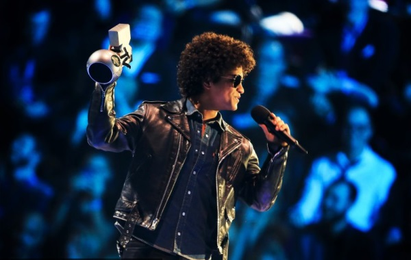 Bruno Mars - Best Song la MTV EMA 2013
