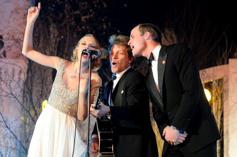 Prințul William cântând alături de Jon Bon Jovi și Taylor Swift