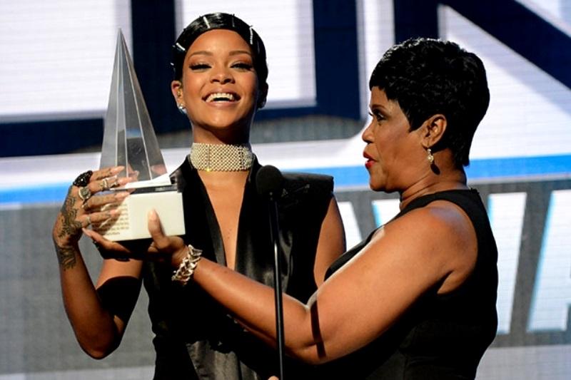 Rihanna a primit primul Icon Award din istoria American music Awards