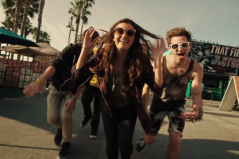 "Secvență videoclip Rebecca Black - ""Saturday"" feat. Dave Days"