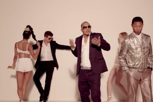 "Robin Thicke - ""Blurred Lines"" Feat. Pharrell Williams (secvență videoclip)"