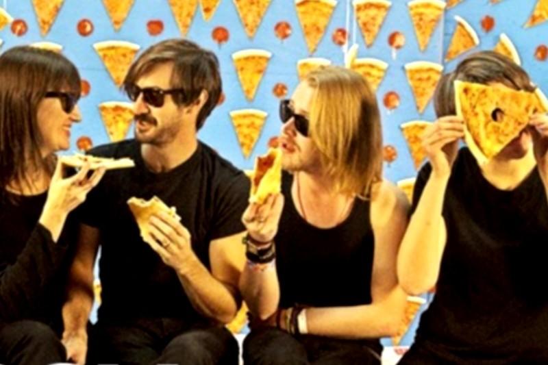 Primul videoclip Macaulay Culkin alături de colegii din The Pizza Underground