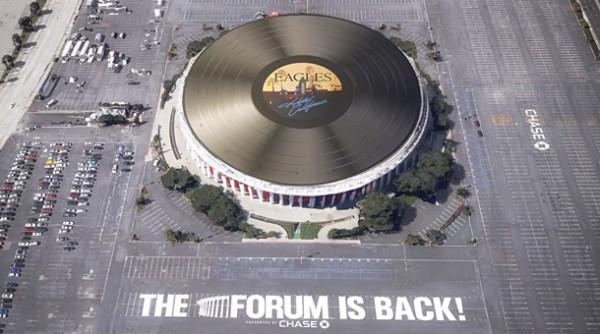 """Cel mai mare vinil din lume - """"Hotel California"""" - Eagles"""