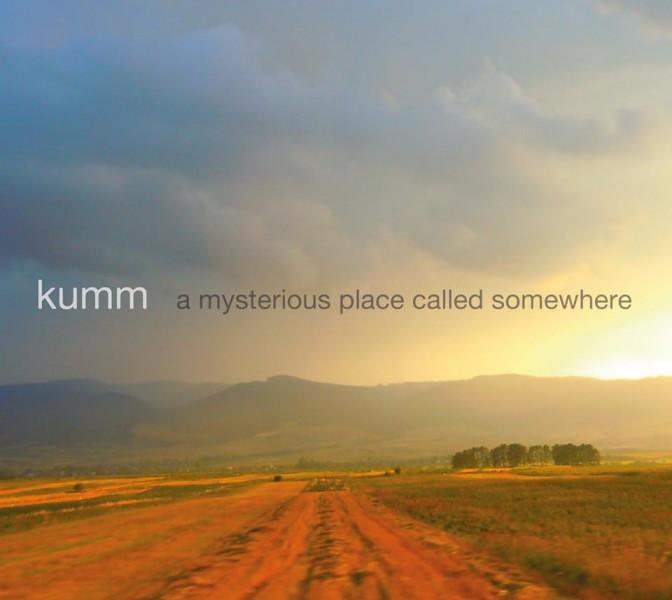 Artwork-ul acestui album KUMM este semnat de către Kovács András