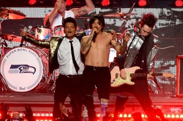 Bruno Mars și Red Hot Chili Peppers la Super Bowl 2014