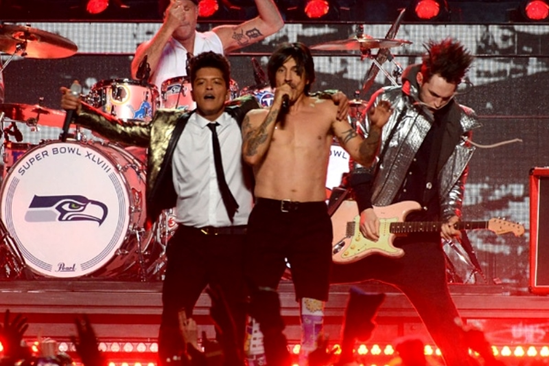 Bruno Mars și Red Hot Chili Peppers la Super Bowl 2014