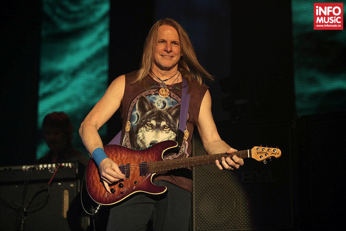 Steve Morse în concert Deep Purple la Sala Polivalenta din București pe 20 februarie 2014