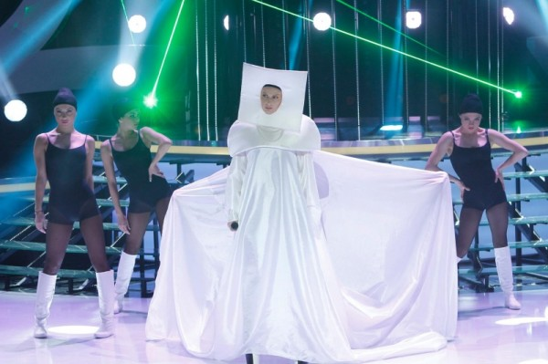 """Andreea Bănică o imită pe Lady Gaga la """"Te cunosc de undeva!"""""""
