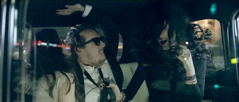 Secvență din videoclipul lui What's UP - Taxi