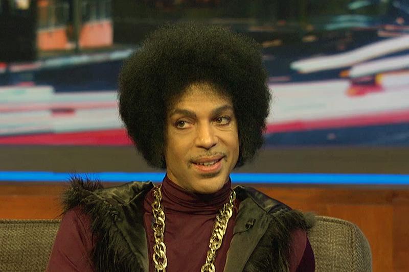 Prince, invitat în emisiunea lui Arsenio Hall (secventa, 5 martie 2014)