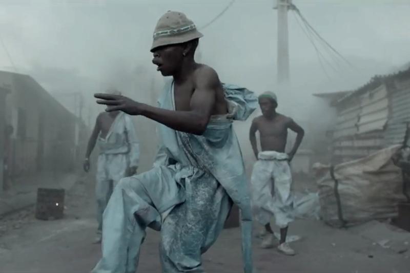 "Skrillex - ""Ragga Bomb"" (secvență videoclip)"