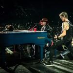 Basistul Duff McKagan alături de Guns N' Roses în Buenos Aires pe 6 aprilie2014