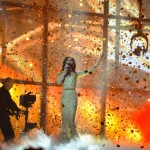 Conchita Wurst interpretând la final melodia câștigătoare Eurovision 2014