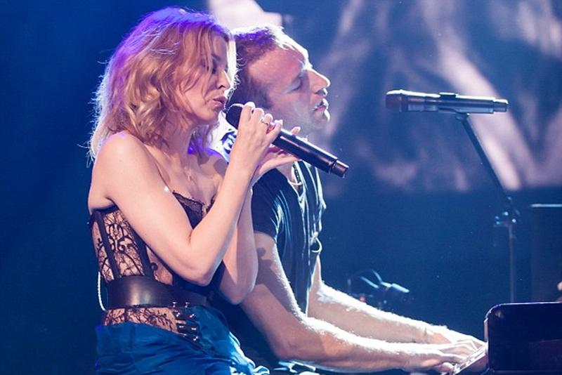 Coldplay și Kylie Minogue, cântând împreună la Sidney