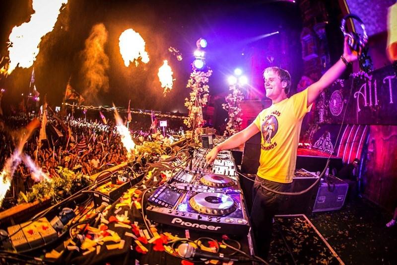Armin Van Buuren prezintă Armin Only Intense, la Romexpo pe 8 noiembrie 2014