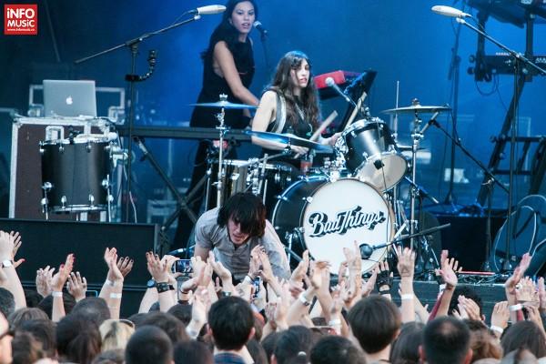 Solistul Davis LeDuke de la Bad Things în deschidere pentru Thirty Seconds to Mars pe 5 iulie 2014 la Romexpo Bucuresti