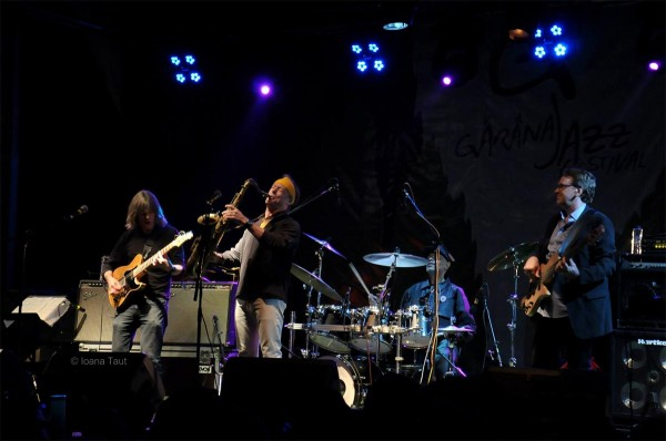 Regal de jazz cu Mike Stern, Bill Evans, Dennis Chambers şi Tom Kennedy în încheierea Festivalului de Jazz de la Gărâna 2014