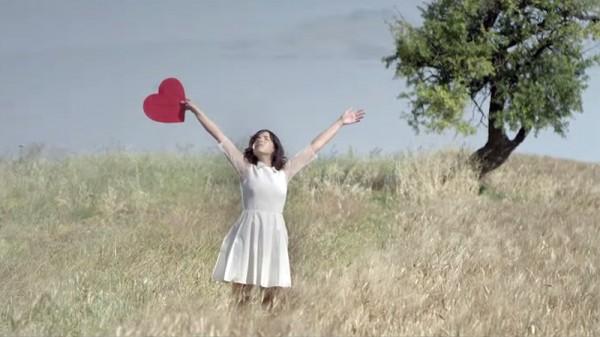 Indila în căutarea dragostei (secvență clip S.O.S)